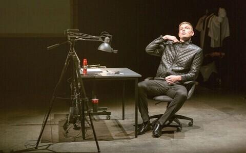 Henrik Kalmet lavastuses