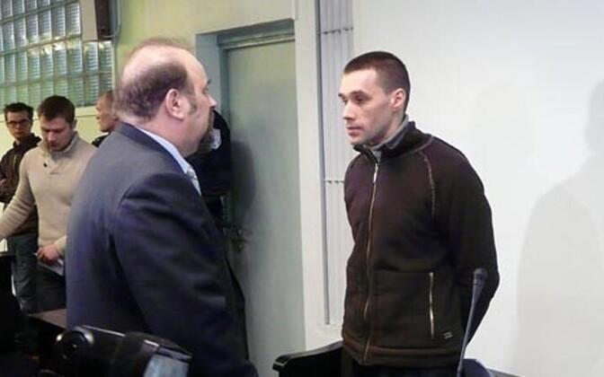 Вячеслав Баюк (справа) на суде в 2011 году.