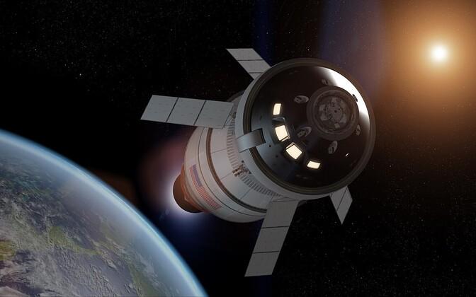 Kunstniku nägemus Orioni kosmoselaevast kuu orbiidil.