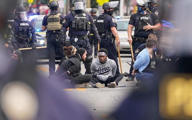 Kinnipeetud protestijad.