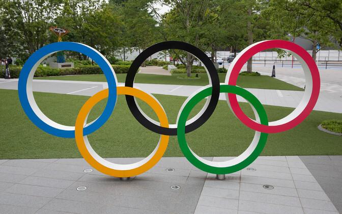 Olümpiarõngad Jaapani olümpiamuuseumi ees