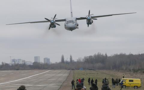 Военный самолет Ан-26.