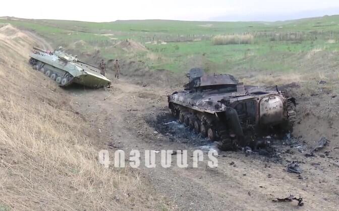 Armeenia poolelt välja antud foto purustatud Aserbaidžaani soomukitest.