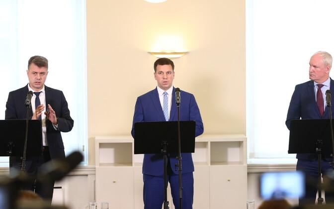 Урмас Рейнсалу (слева), Юри Ратас и Март Луйк.