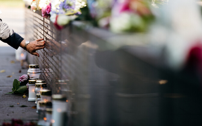 Memorial service at the 'Broken Line' monument in Tallinn.