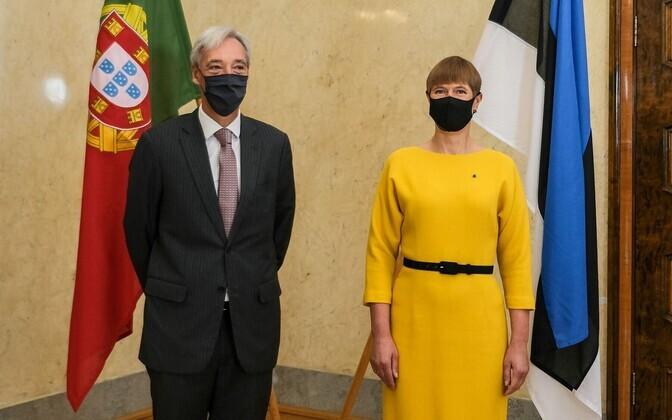 Portugal's defense minister, João Gomes Cravinho, with President Kersti Kaljulaid at Kadriorg on Tuesday.