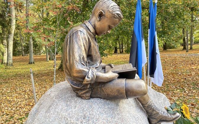 Kalju Lepiku mälestusmärk.