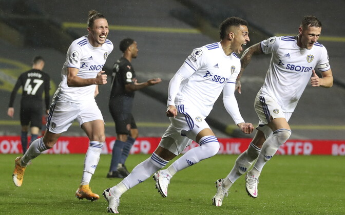 Leeds Unitedi mängijad väravat tähistamas