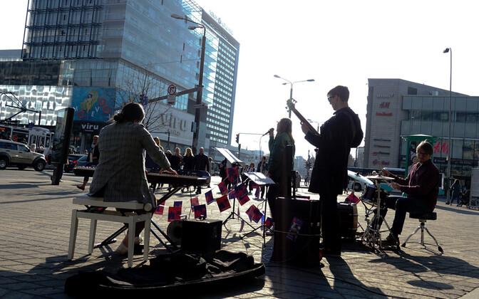 5. oktoobrist kuni 15. oktoobrini täidab Pärnu, Tallinna, Tartu ja Viljandi linnapildi muusikaliste elamustega Jazzkaare linnaruumiprojekt.