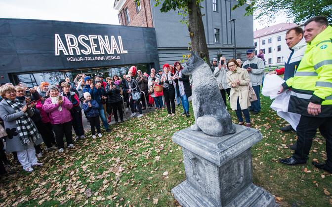 Hulkurkoera skulptuuri avamine Kalamajas.