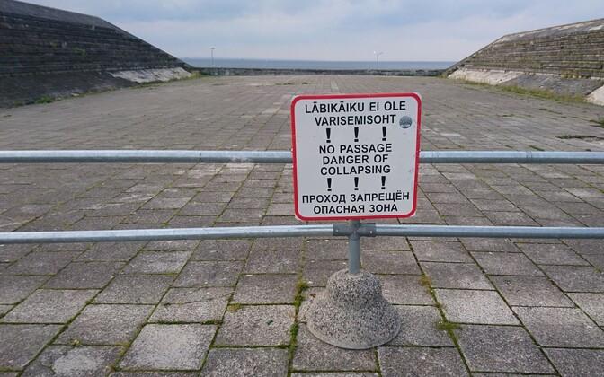 Warning signs near the Maarjamäe Memorial.