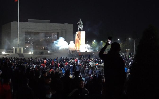 Protest Biskeki kesklinnas.