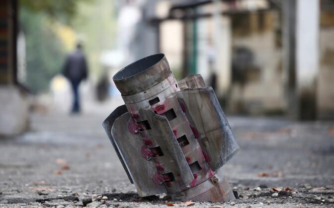 Tänavasse tunginud rakett Stepanakertis.