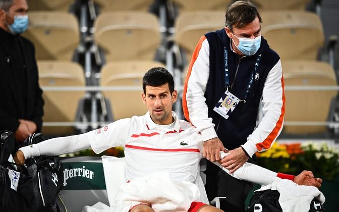 Novak Djokovic matši ajal arstiabi saamas.