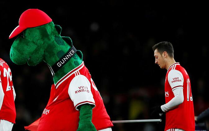Gunnersaurus ja Mesut Özil.