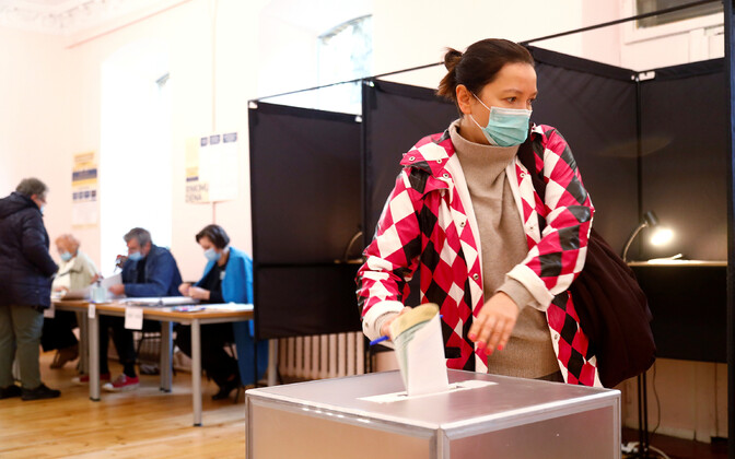 Избирателей попросили приходить на участки для голосования в масках и с собственной авторучкой.