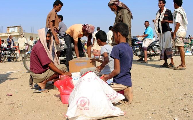 Maailma toiduprogrammi annetatud abi jagamine Jeemenis.