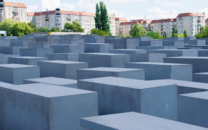 Мемориал жертвам Холокоста в центре Берлина.