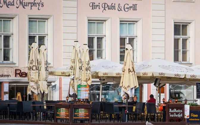 Front of Mad Murphy's Irish Pub and Grill in Tallinn's Raekoja plats