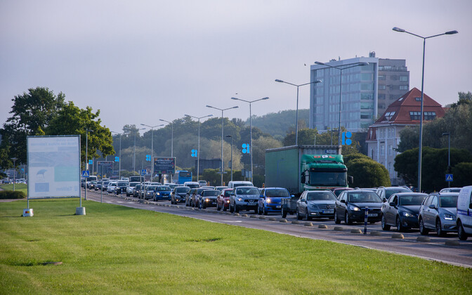 Жителей Таллинна и Тарту беспокоит шум автотранспорта. Иллюстративная фотография.
