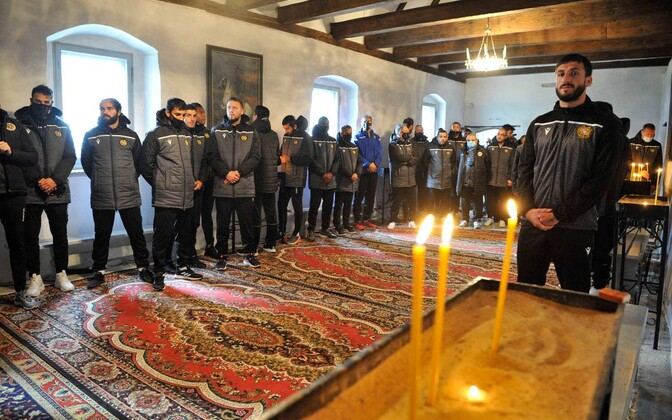 The Armenian men's national football team visited the Armenian Apostolic Church in Tallinn on Wednesday.