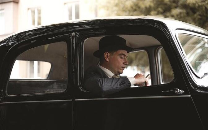 Feliks Kangur (Priit Võigemast) on klassikaline noir'i-kangelane. Mingis mõttes täiuslik, kuid ometi täiesti vigane.