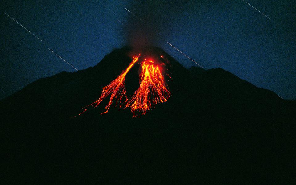 Bezimjannõi vulkaan ja langevad tähed