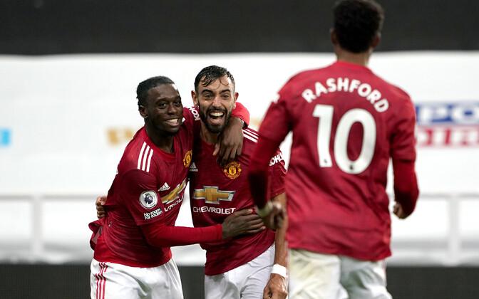Manchester Unitedi mängijad Bruno Fernandese (keskel) väravat tähistamas