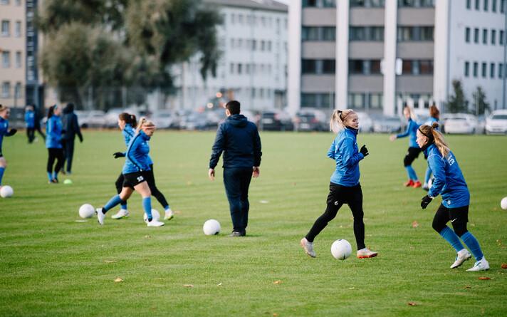 Тренировка женской сборной Эстонии по футболу.