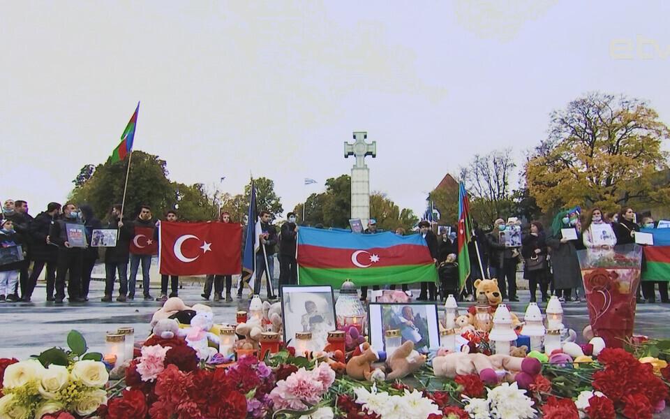 В Таллинне состоялся пикет азербайджанской диаспоры в поддержку пострадавшего в армяно-азербайджанском конфликте мирного населения.