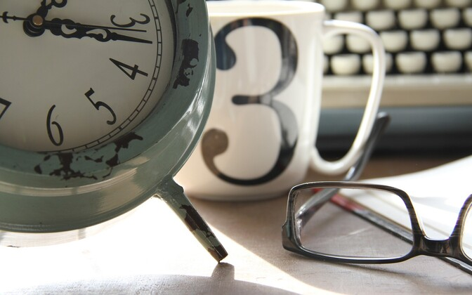 Часы. Иллюстративная фотография.