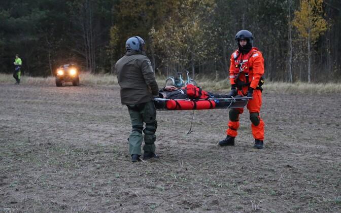 Lennusalga kopter leidis terviserikke saanud eaka mehe.