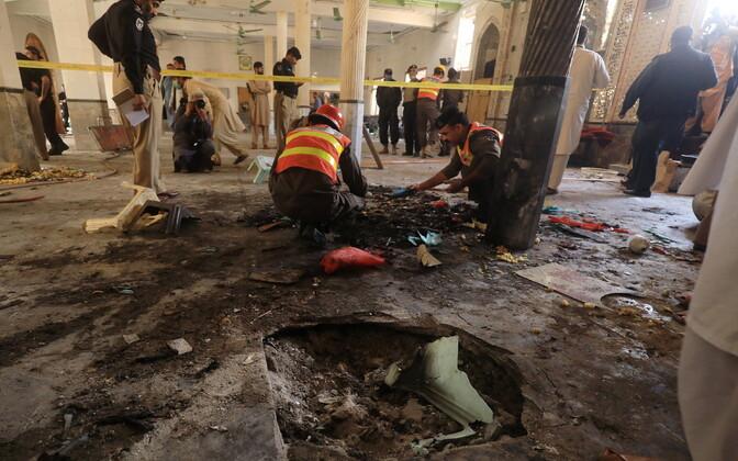 Päästjad rünnaku alla sattunud koolis.