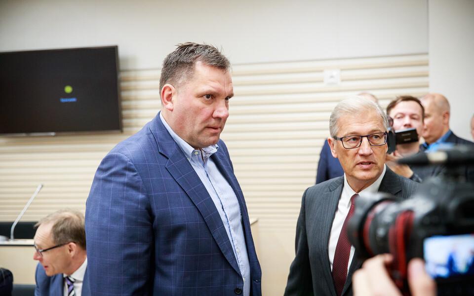 Аллан Кийль (слева) и его адвокат Айвар Пильв в зале суда.