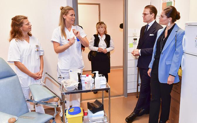 Rootsi kroonprintsess Victoria ja prints Daniel külastamas Kullbergska haiglat Södermanland maakonnas.