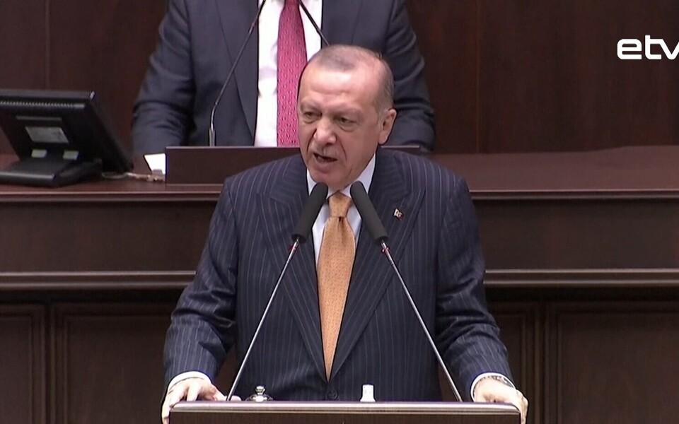 В Турции возбудили уголовное дело против французского издания Charlie Hebdo после публикации карикатуры на турецкого президента Реджепа Эрдогана.