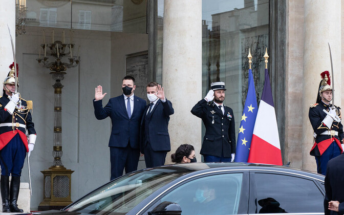 President Emmanuel Macron of France welcomes Prime Minister Jüri Ratas to the Élysée Palace in Paris on Wednesday.