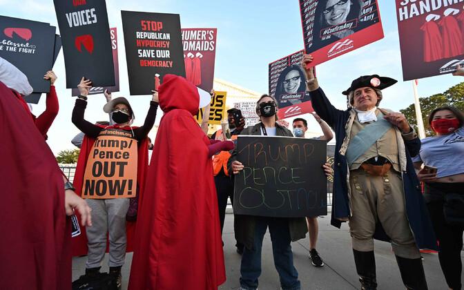 Protestijad USA ülemkohtu ees.