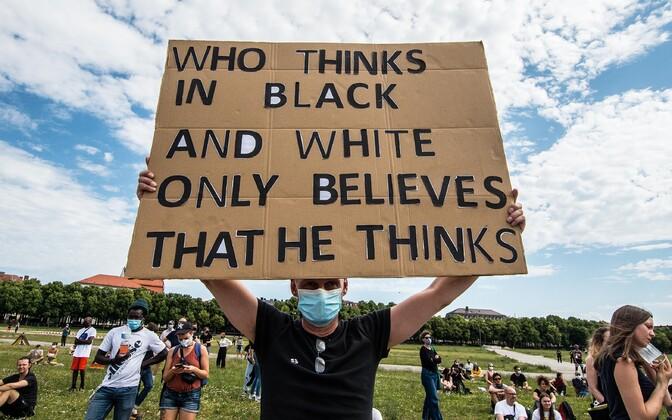 Plakat rassismivastaselt meeleavalduselt Saksamaal.