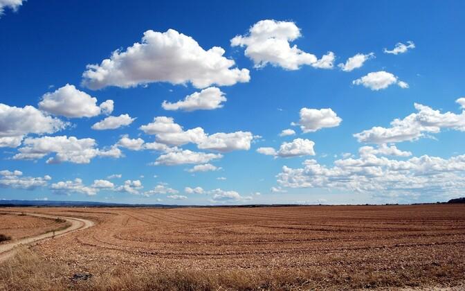 В субботу облачно с прояснениями.