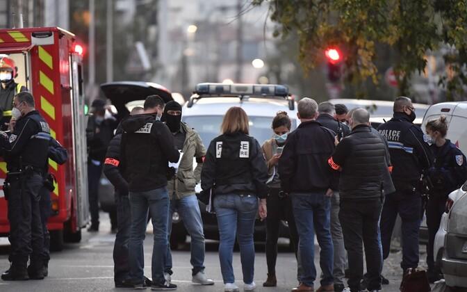 Полиция на месте стральбы в Лионе.