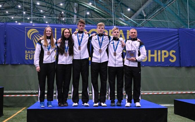 Eesti juunioride sulgpallikoondis autasustamisel