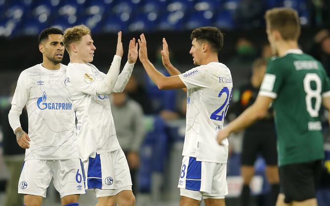 Schalke meeskond rõõmustamas