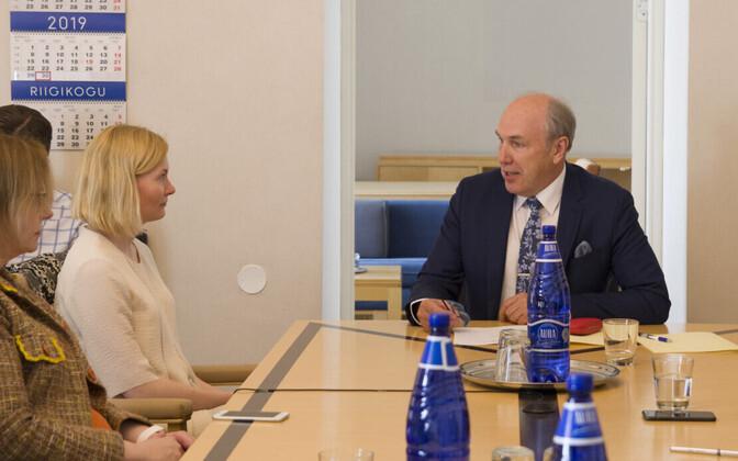 Aivar Kokk, with Riina Sikkut and Maris Lauri at a meeting last year.