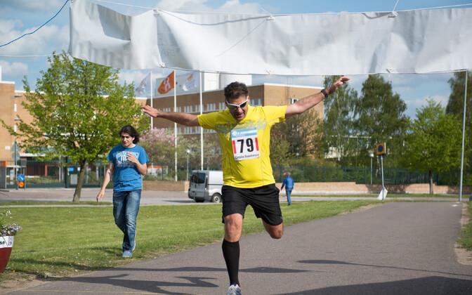 Ehkki meelekindlus ja eneseusk panid jooksjaid ultramaratonidel osalema, olenes nende sooritus ja koht finišijoonel hoopis kehalistest võimetest.