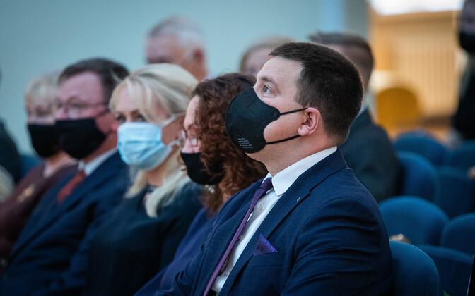 Prime Minister Jüri Ratas wearing a mask.