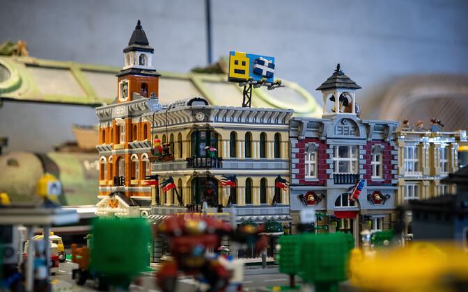 Город из конструктора лего.