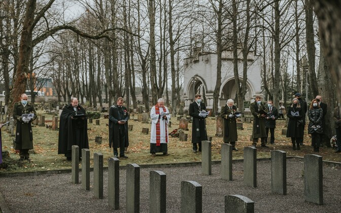 Remembrance Day service in progress on Wednesday, November 11 at Tallinn's military cemetery.