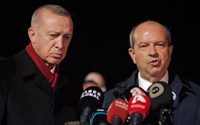 Türgi president Recep Tayyip Erdogan (vasakul) ja Küprose türklaste osa liider Ersin Tatar.