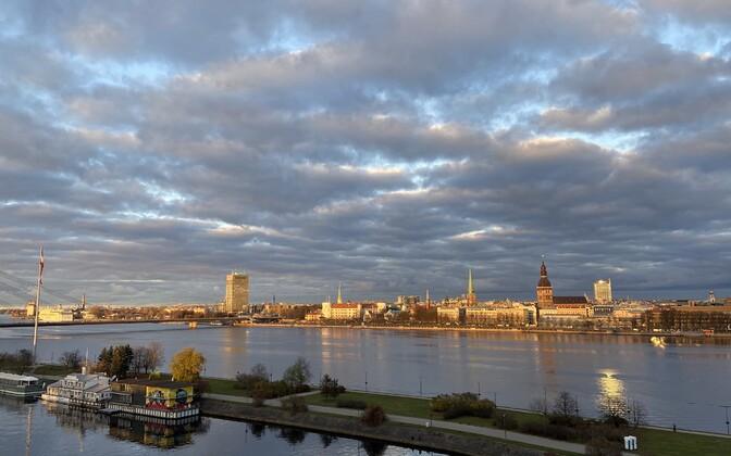 Vaade üle Daugava jõe Riia kesklinnale.
